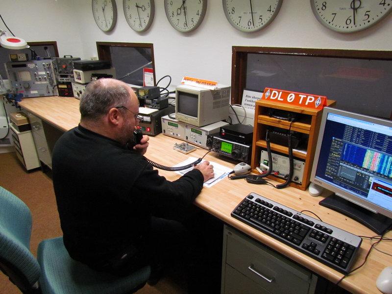 Ich an unserer Clubstation DL 0 TP im Funkhaus am Blosenberg in Würzburg